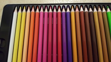 colored pencils with tin 10